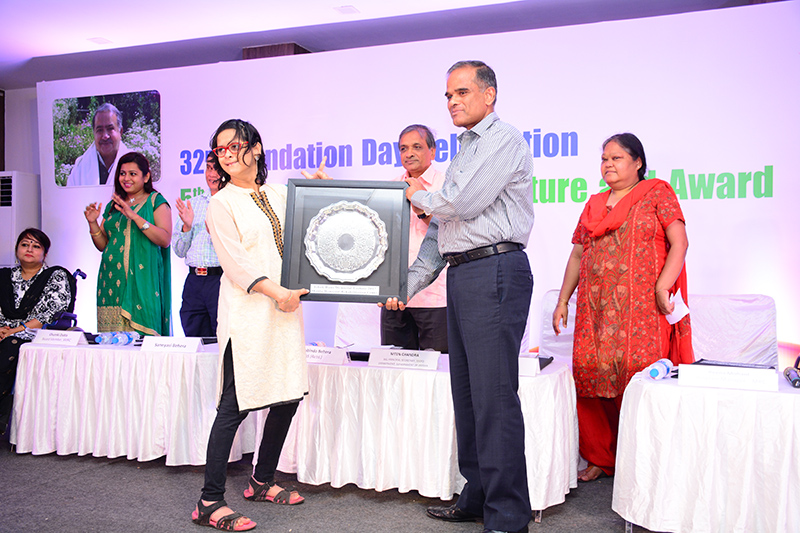 Jeeja ghosh being felicitated by secretary disability Odisha